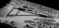 In den 1980er-Jahren wollte die Post hinter dem Hauptbahnhof ein grosses Verteilzentrum einrichten. Im Bild das Siegerprojekt dafür. Ihm wären alle Altbauten – auch das Klubhaus – im Dreieck zwischen St.Leonhard-Strasse (links) und Rosenbergstrasse zum Opfer gefallen. 1995 wurde das Grossprojekt beerdigt. Vorne rechts im Bild Hauptbahnhof und Hauptpost. (Bild: Sammlung Reto Voneschen)
