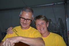 René und Monika Kuhn: Zwei von rund 250 Helferinnen und Helfern beim Fünf-Tage-Fest der Blechharmonie Kirchberg. (Bild: Beat Lanzendorfer)