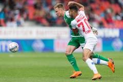 Jasper Van Der Werff im Zweikampf mit Matheus Cunha. (Bild: Keystone)