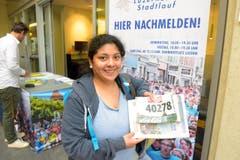 Gabriela Blankenagel, Meggen, Startnummer 40 278, zum 41. Stadtlauf: «Wir gehen mit der Firma an den Start. Der Spassfaktor darf natürlich nicht zu kurz kommen. Der Stadtlauf ist eine gute Sache.» (Bild: LZ)