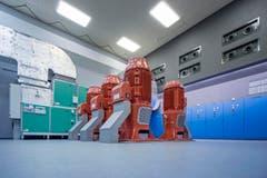Die fünf Bohrlochpumpen. Drei davon wurden kürzlich ersetzt. Sie fördern je 5'000 Liter Wasser pro Minute. (Bild: Pius Amrein (1. Mai 2018))