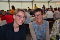 Bettina Habrik (links) und Irene Häne hat der Jubiläumsabend ebenfalls gefallen. (Bild: Beat Lanzendorfer)