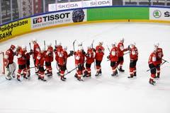 Die Schweizer Spieler feiern ihren Sieg. | Bild: Andy Müller / Freshfocus
