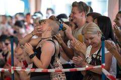 Das Publikum johlt. | Bild: Dominik Wunderli (Grosswangen, 12. Mai 2018)