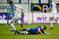 Luzerns Idriz Voca (rechts) gegen GCs Nedim Bajrami | Bild: Philipp Schmidli (Luzern, 13. Mai 2018)