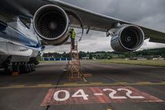 Die Antonov erreicht eine Spitzengeschwindigkeit von 865 km/h. | Bild: Boris Bürgisser (Emmen, 15. Mai 2018)