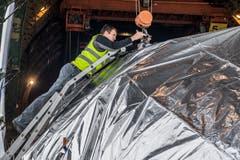 Die Verkleidung besteht aus vier Teilen, zusammengesetzt ist sie 20,7 Meter lang. | Bild: Boris Bürgisser (Emmen, 15. Mai 2018)