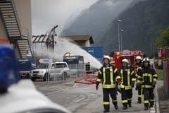Relativ spät erhielten die Einsatzkräfte Kenntnis vom Brand. (Bild: Florian Arnold)