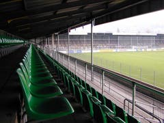 Espenmoos-Feeling pur: Die Gegentribüne des Stadions mit Blick auf den Fansektor. (Rainer Bolliger)