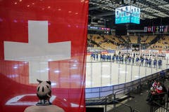Die Nationalhymne erklingt im Stadion Jyske Bank Boxen. | Bild: Andy Müller / Freshfocus (Herning, 17. Mai 2018)
