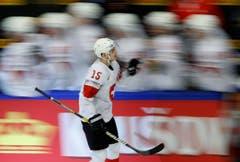 Gregory Hofmann jubelt nach dem dritten Schweizer Treffer. | Bild: Petr David Josek / AP (Herning, 17. Mai 2018)