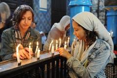 Jüdisches Pilgerfest zur Ghriba-Synagoge auf der Insel Djerba - rechts vorne die Muslima Emna Ben Khelifa.(Fotografin: Katharina Eglau)