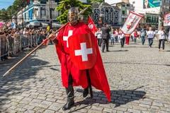 Für die Parade der 200-Jahr-Feier der Stadt Nova Friburgo trägt dieser Zeitgenosse ein Kostüm, mit dem er die Liebe zu seinem Herkunftsland zeigt. Wobei nicht sicher ist, dass er viel über das Land im fernen Europa weiss. Die meisten Bewohner haben ihre Schweizer Kultur verloren. Vielleicht besinnen sich aber am 17. Juni einige ihrer Wurzeln, wenn an der Fussball-WM die Schweiz Brasilien niederkämpft - oder auch nicht.