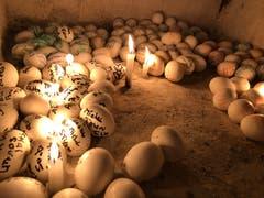 Jüdisches Pilgerfest zur Ghriba-Synagoge auf der Insel Djerba - die Krypta mit Wünschen versehenen Eiern unter der Synagoge.(Fotografin: Katharina Eglau)
