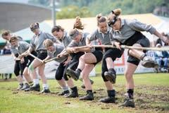 So bereitet sich das Damen-Team von Gonten auf den Wettkampf vor. Bild: Urs Flüeler, Keystone (Stans, 19. Mai 2018)