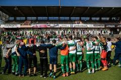Die Spieler des SC Kriens bejubeln den Aufstieg in die Challenge League. Bild: Philipp Schmidli (La Chaux-de-Fonds, 19. Mai 2018)