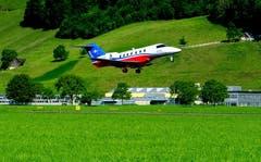 Farbenprächtiger PC-24 beim Start auf dem Flugplatz Buochs-Ennetbürgen. Bild: Sepp Bernasconi