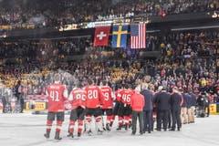 Die Schweizer während der Nationalhymne nach dem Spiel. Bild: Andy Müller/Freshfocus (Kopenhagen, 20. Mai 2018)
