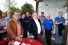 Strahlen um die Wette: Chams Gemeindepräsident Georges Helfenstein (links) und Beni Thurnheer. (Bild: Stefan Kaiser, 19. Mai 2018)