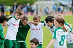 Der FC Ebikon zeigt in Rotkreuz Teamgeist. (Bild: Stefan Kaiser, 19. Mai 2018)