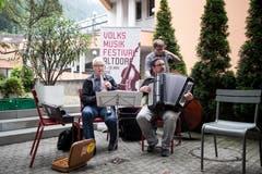 Volksmusik ist generationenübergreifend: offene Stubetebühne beim Restaurant Schützenmatt. | Bild: Manuela Jans-Koch (Altdorf, 19. Mai 2018)