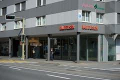 Erst am 24. April wurde die gleiche Raiffeisenbank in Ebikon überfallen – merkwürdigerweise auch an einem Dienstagnachmittag. (Bild: Dominik Wunderli)