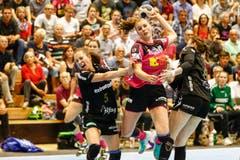 Sponos Xenia Hodel setzt sich gegen die St. Gallerinnen Zerin Oezcelik und Martina Goricanec durch. | Bild: Marc Schumacher / Freshfocus (Nottwil, 22. Mai 2018)