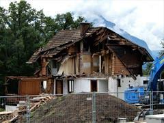 Zeichen der heutigen Zeit? Das alte Haus muss leider weichen und einem moderneren Neubau Platz machen. Bild: Margrith Imhof-Röthlin
