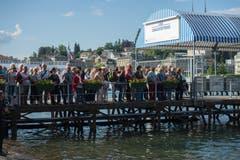 Die Taufe zog einige Zuschauer an. (Bild: Dominik Wunderli (Luzern, 24. Mai 2018))