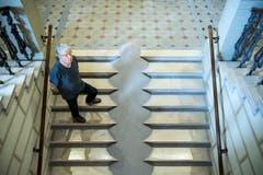 Roman Signer mit «Sandtreppe», seiner neusten Installation. (Bild: Ralph Ribi)
