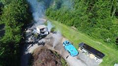 Eine Drohne der Zivilschutzorganisation Emme filmt den Einsatz des Wasserwerfers (Bild: ZSO Emme, 25. Mai 2018).