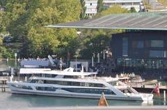 Das MS Diamant das erste Mal nach der Reparatur wieder am Landungsteg beim Bahnhof. (Bild: Anton Krieger-Lichotta (Luzern, 24. Mai 2018))