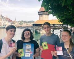Vertreter der Juso bearbeiteten die Stadt Luzern. (Bild: PD)