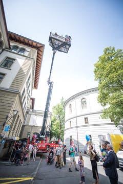 Bei der Feuerwehr Luzern konnte man in die Höhe steigen. Bild: Roger Grütter