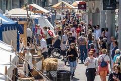 Viel Volk zwischen den Ständen des Erlebnistags in der Marktgasse. (Bild: Hanspeter Schiess)