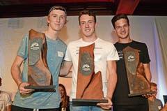 Die Geehrten von links: Andri Ragettli (Freestyle), Matthias Iten (Alpin) und Niklas Hartweg (Nordisch). (Bilder: Beat Christen (Engelberg, 25. Mai 2018))