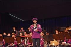 Die Präsidentin der Musikgesellschaft Stein, Manuela Ehammer, eröffnet den Abend noch in der alten Uniform.