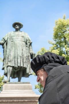 """Zwingli begegnet Vadian am Erlebnistag """"Gasterei und Handwerk vor 500 Jahren"""" in St. Gallen (Bild: Hans-Jörg Nüesch)"""