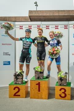 Das Siegerpodest mit Ariana Fidanza, Amanda Spratt und Desirée Ehrler (von links). (Bild: Christian H. Hildebrand (Hagendorn, 27. Mai 2018)