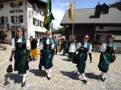 Traditionsgemäss in der Tracht. (Bild: Urs Hanhart, Hospental, 27. Mai 2018)