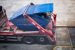 Anlieferung von Abfällen im KHK. (Bild: Benjamin Manser - 9. August 2017)