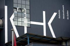 Damit jedem klar ist, um was es hier geht: Seit einigen Jahren ist die ehemalige Kehrichtverbrennungsanlage (KVA) mit der neuen offiziellen Bezeichnung Kehrichtheizkraftwerk (KHK) angeschrieben. (Bild: Urs Jaudas - 1. Februar 2013)