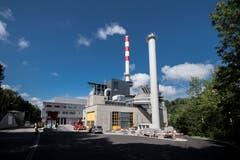 Das modernisierte Kehrichtheizkraftwerk (KHK) der Stadt St.Gallen im Sittertobel. Die geänderte Bezeichnung (früher hiess die Einrichtung Kehrichtverbrennungsanlage) deutet darauf hin, dass die Abwärme heute soweit irgend möglich als Fernwärme und zur Stromproduktion genutzt wird. (Bild: Benjamin Manser - 9. August 2017)