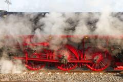 Die Dampflok 01-519 steht in Rottweil bereit für den Extrazug über die hintere Höllentalbahn nach Titisee-Neustadt, bevor die Bahnstrecke für Modernisierung und Elektrifizierung geschlossen wurde. (Bild: Erich Würgler, 25.3.2018)