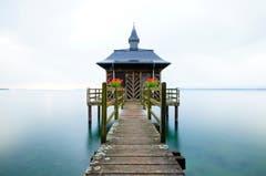 Badehaus am Neuenburgersee. (Bild: Marianne Schmid)