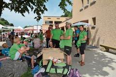 In Grün ins Neckertal gereist. Die Jugi-Riege des Turnvereins Bazenheid und ihre Leiterinnen und Leiter. (Bild: Beat Lanzendorfer)