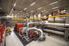 Im Maschinenhaus produzieren Turbinen Strom. (Bild: Roger Grütter / Perlen, 28. Mai 2018)