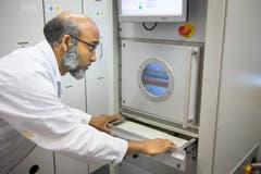 Niederdruck-Plasmareaktor zur Herstellung von Nano-Sensoren und Modifikation von textilen Oberflächen für medizinische Anwendungen und den Einsatz in militärischen Schutztextilien.