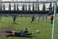 Dieser Fehlschuss steht am Ursprung der St.Galler Niederlage: Edwin Vurens vergibt den Penalty, der das 3:0 für die Ostschweizer bedeutet hätte. (Keystone)