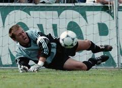 Lausanne-Goalie Martin Brunner beim verschossenen Penalty von Edwin Vurens. (Keystone)